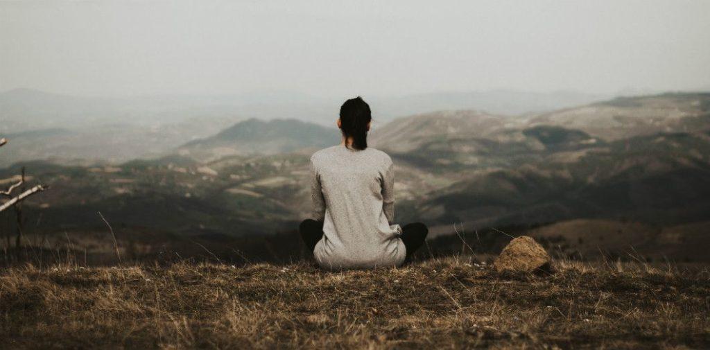 Méditer permet de se recentrer sur soi-même et de travailler son mental